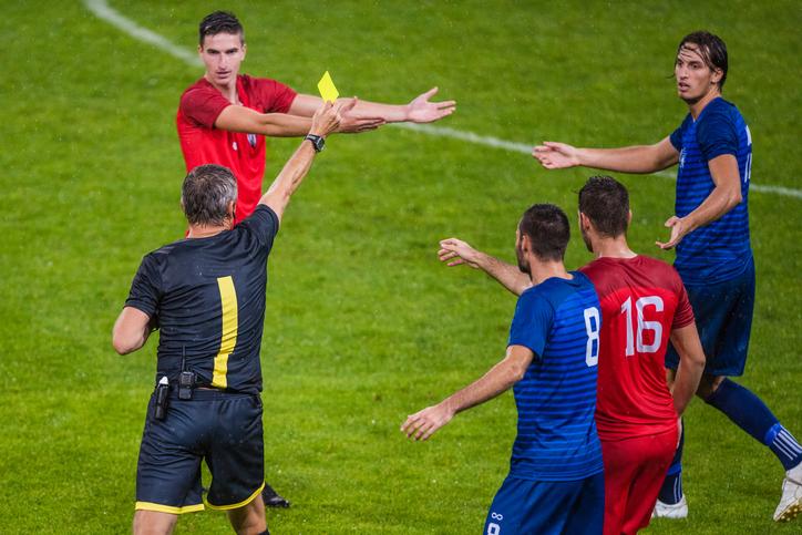 Fotbollsregler: så fungerar rött och gult kort